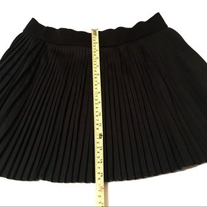 Forever 21 Pleated Black Mini Skirt Size L